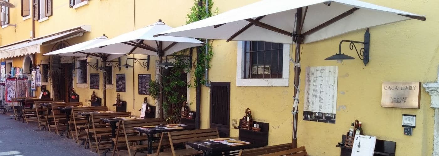Ombrelloni centro storico - Decentrato di Gaggio a Garda